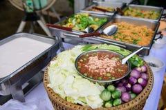 Chili garnela i Świezi warzywa Lokalizować w pokładzie Zdjęcia Stock