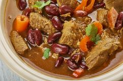 Chili With Ground Beef och korv arkivfoton