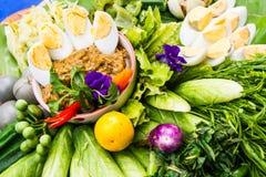 Chili pasta i świezi warzywa Zdjęcia Stock