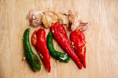 Chili Pepper, chiodo di garofano, alimento, aglio, chiodo di garofano di aglio Immagine Stock