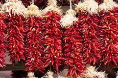 Chili Pepper Ristras rojo Foto de archivo libre de regalías