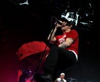 Chili Peppers encarnado no concerto imagens de stock