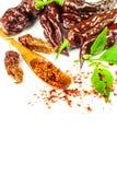 Chili pieprz na białym tle Przestrzeń pod tekstem Ekstra gorącego chili pieprzu Naga Bhut Jolokia czekolada Zdrowa pikantność Spr zdjęcia royalty free