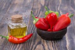 Chili pieprz z pieprzu olejem fotografia royalty free