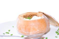 Chili polewka w chlebowym pucharze Obraz Stock