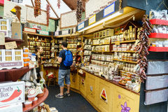 Chili pudełka sklep przy podgrodzie rynkiem Zdjęcie Royalty Free