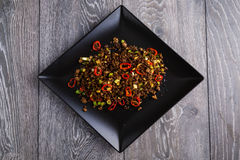 Chili wołowina na czarnym talerzu Zdjęcie Royalty Free