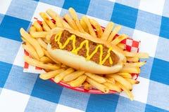 Chilidog z musztardą obraz stock