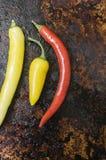 Chilies на темной предпосылке металла Стоковые Фото