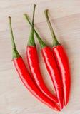 Chilikryddor indikerar röd peppar och Cayenne Royaltyfria Bilder