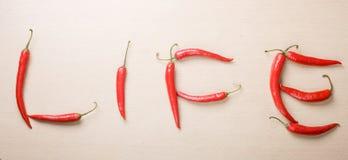 chililivstid pepprar röda det skrivna tabellordet Royaltyfri Foto