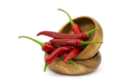 Chilipeppar i en bunke arkivbild