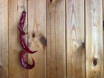 Chilipeppar på en wood bakgrund Fotografering för Bildbyråer