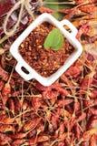 Chilipulver och torkade peppar på wood bakgrund Fotografering för Bildbyråer