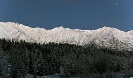 chilkat νύχτα βουνών κατά τη διάρκεια του χειμώνα στοκ φωτογραφία