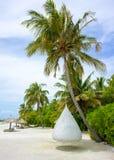 Chill зона на песчаном пляже, остров салона Мальдивов Стоковые Фото