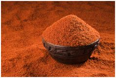 CHILLI SPICES POWDER GRIND FLAVOUR. INDIAN SPICES CHILLI POWDER GRIND BOWL WOODEN YELLOW FLAVOUR MIRCH stock photo