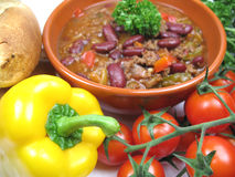 Chillie con carne. A bowl of chillie con carne and ingredients Royalty Free Stock Photography