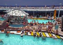 Chillin en la piscina Imágenes de archivo libres de regalías