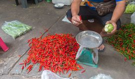 Chillis待售在泰国市场上 免版税库存照片
