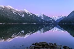Chilliwack sjö med det reflekterande monteringsskansSkagit området Royaltyfri Foto