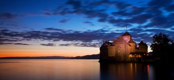 ??chillon?? Montreaux,湖吉恩威,一在瑞士人的被参观的城堡,吸引300,000多个访客 免版税库存照片