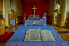 CHILOE, CHILE - SEPTEMBER, 27, 2018: Innenansicht der hölzernen gemachten Kirche in Chonchi, Chiloe-Insel in Chile Nuestra stockbild