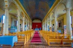CHILOE, CHILE - SEPTEMBER, 27, 2018: Innenansicht der hölzernen gemachten Kirche in Chonchi, Chiloe-Insel in Chile Nuestra lizenzfreie stockfotografie