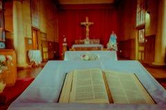 CHILOE, CHILE - SEPTEMBER, 27, 2018: Innenansicht der hölzernen gemachten Kirche in Chonchi, Chiloe-Insel in Chile Nuestra lizenzfreies stockfoto