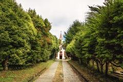 Chiloe kyrkamuseum och besökaremitt på den gamlaInmaculada Concepcion kloster - Ancud, Chiloe ö, Chile arkivbild
