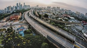 Chilolitro di paesaggio urbano durante il tramonto Fotografia Stock