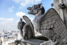 Chimères sur Notre Dame de Paris photographie stock libre de droits