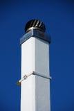 Chimenea blanca con la ventilación Fotos de archivo
