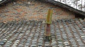Chimenea constructiva antigua china del tejado imagen de archivo