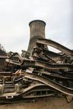 Chimenea de enfriamiento industrial de una planta termoeléctrica Foto de archivo libre de regalías