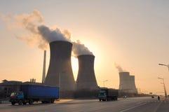 Chimenea de la central eléctrica Fotografía de archivo