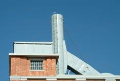 Chimenea de la central eléctrica vieja Foto de archivo libre de regalías