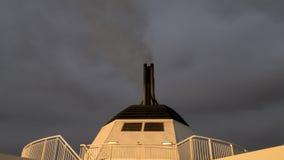 Chimenea de un buque de pasajeros imagenes de archivo