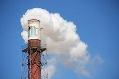 Chimenea del ambiente de la industria de la fábrica de la contaminación Foto de archivo libre de regalías