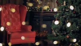 Chimenea del interior de la Navidad Silla de Santa Claus cerca del árbol de navidad 4K almacen de video
