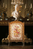 Chimenea en dormitorio de la reina Marie Antoinette en el palacio de Versalles imágenes de archivo libres de regalías