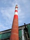 Chimenea industrial vieja hecha de ladrillo Imagen de archivo libre de regalías