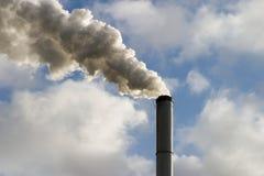 Chimenea y humo Foto de archivo