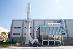 Chimenea y silo del biogás en el reciclaje de la basura a la central de energía Imagen de archivo libre de regalías
