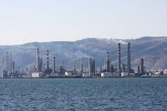 Chimeneas contaminantes del aire de la fábrica Foto de archivo libre de regalías