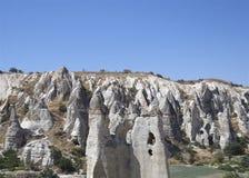 Chimeneas de hadas en Cappadocia - piedras geológicas Foto de archivo