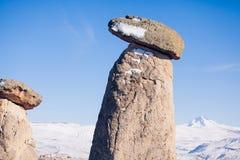 Chimeneas de hadas en Cappadocia, Turquía las tres bellezas en Urgu Imagen de archivo