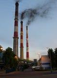 Chimeneas de la central eléctrica Foto de archivo libre de regalías