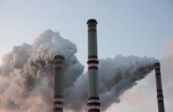 Chimeneas de la central eléctrica de carbón Fotos de archivo libres de regalías