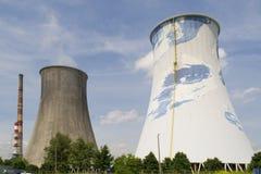 Chimeneas de una central nuclear Imagen de archivo libre de regalías
